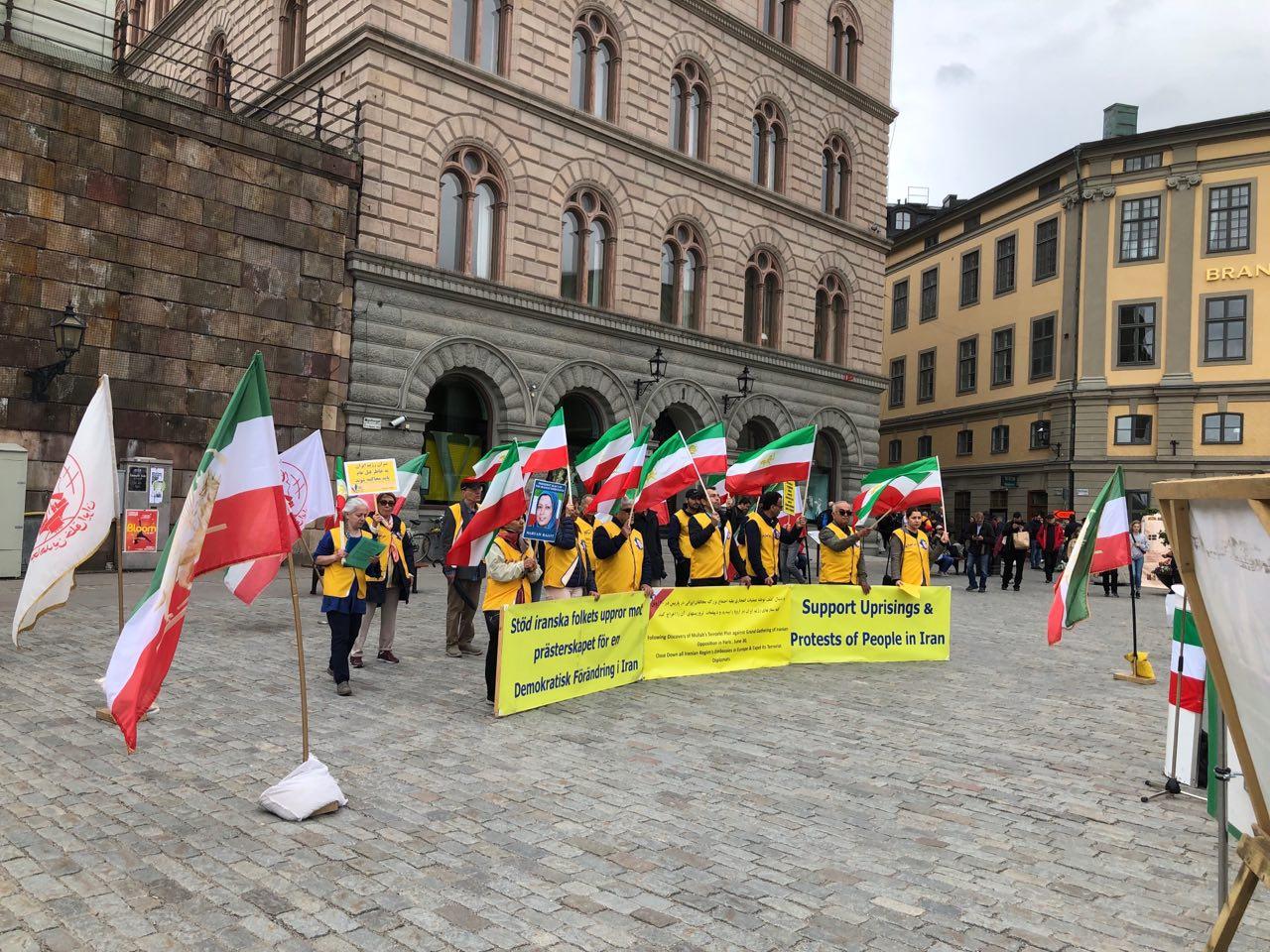 Stödaktion i Stockholm för folkliga protester i Iran, den första juni