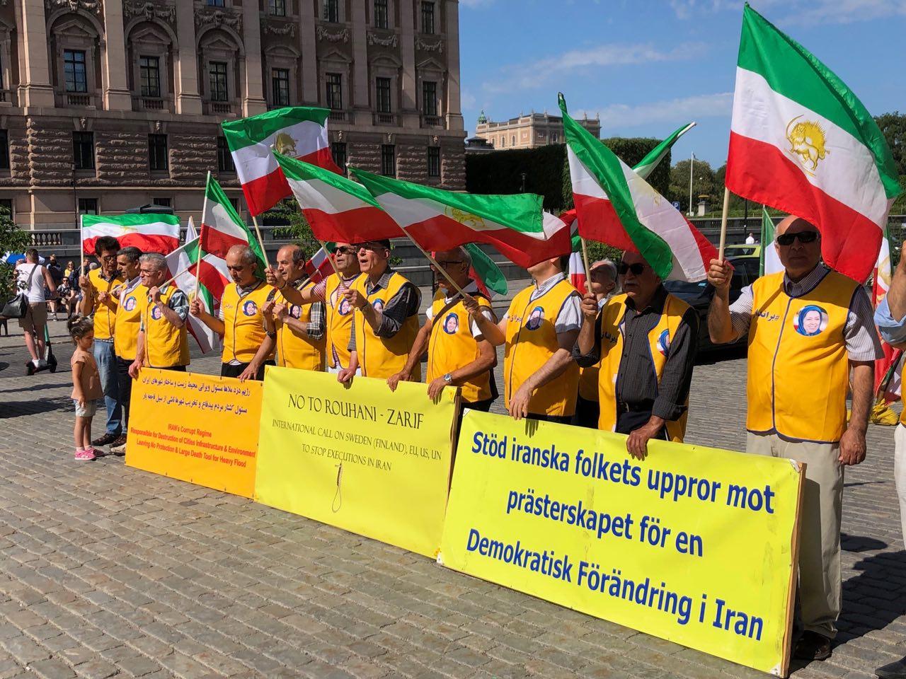 Stödaktion i Stockholm för folkliga protester i Iran, den åttonde juni