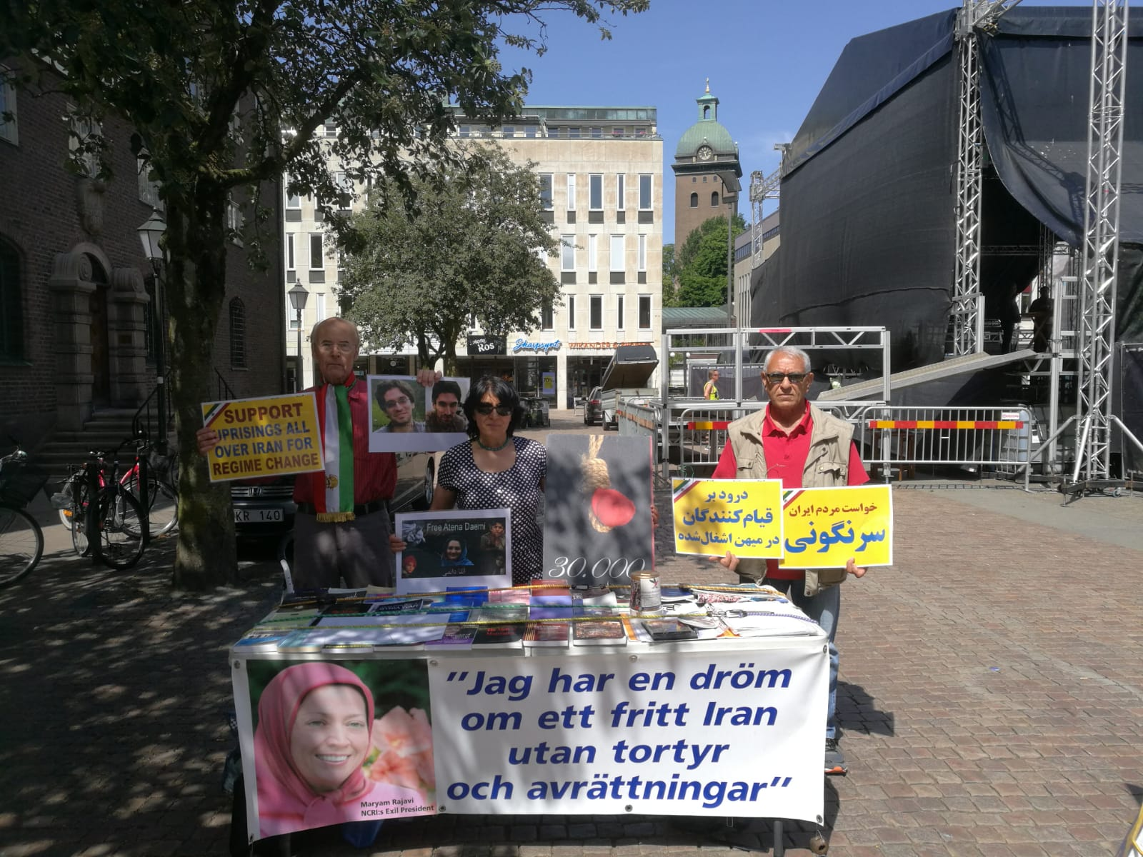 Bokbord i Borås uppmärksammar iranska regimens MR-brott, den 29 juni